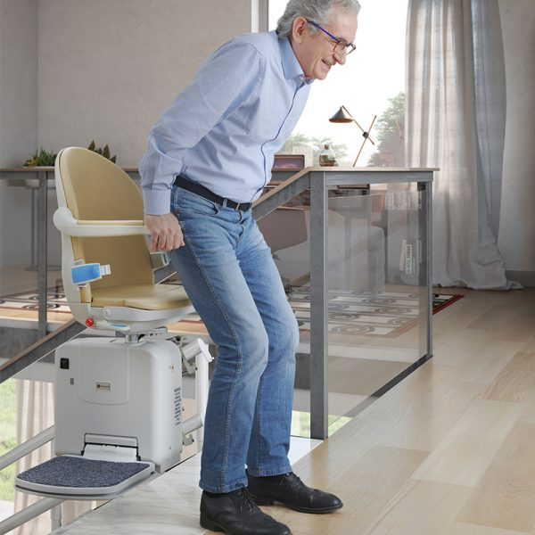 2000 curved stairlift powered swivel handicare 600x600