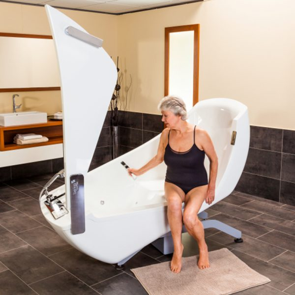 beka averno motion bath tub open door with patient seated 4