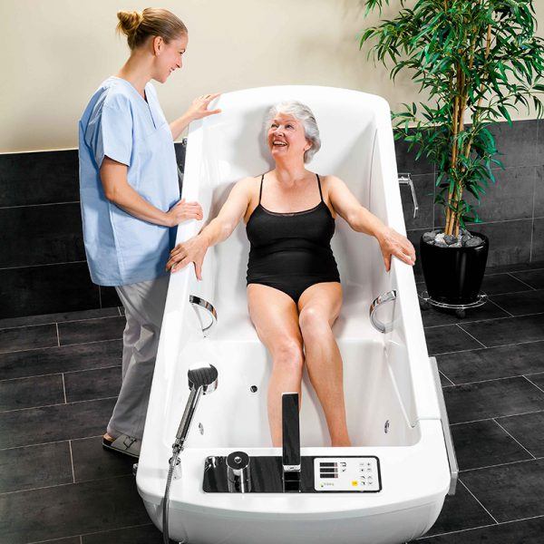 beka averno motion bath tub with patient and caregiver 4