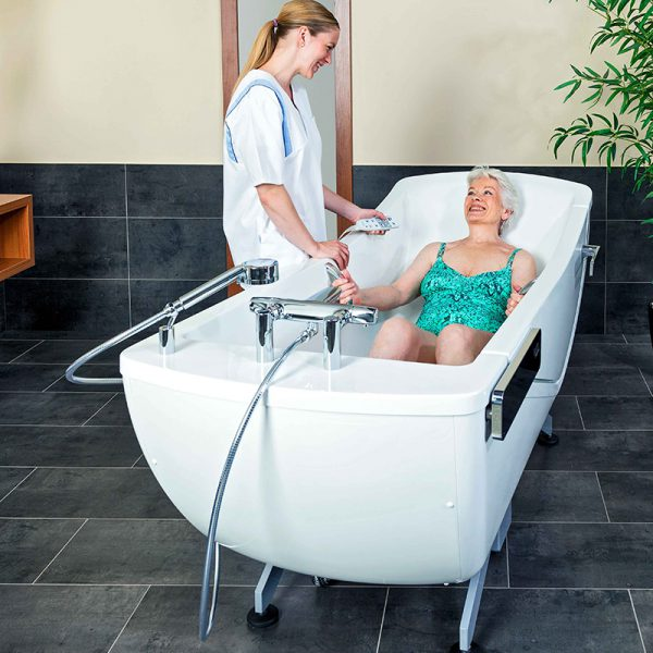 beka averno motion e bath tub with patient and caregiver 3
