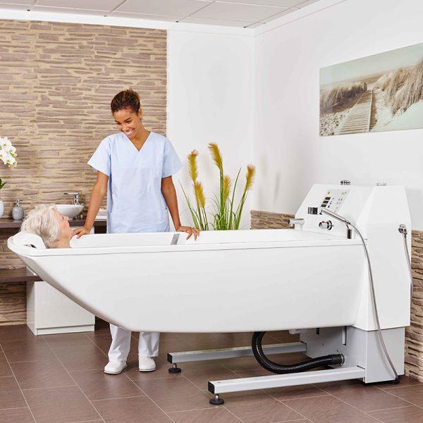 beka averno premium plus bath tub with patient and caregiver 2