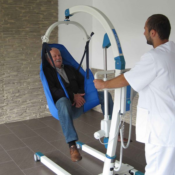 beka carlo classic alu hd floor lift with patient and caregiver 2 600x600